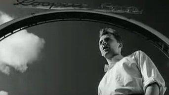 Вокалист британской рок-группы Black Колин Вирнкоумб. Видео