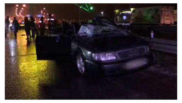 Последствия столкновения Audi и грузовика на трассе Киев-Чоп