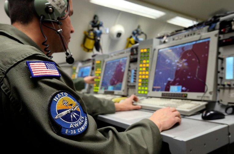 На борту самолета дальнего радиолокационного обнаружения АВАКС НАТО.