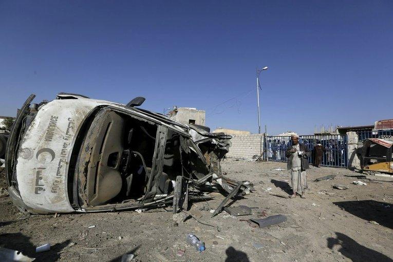 Последствия авиаудара коалиционных сил в Йемене.