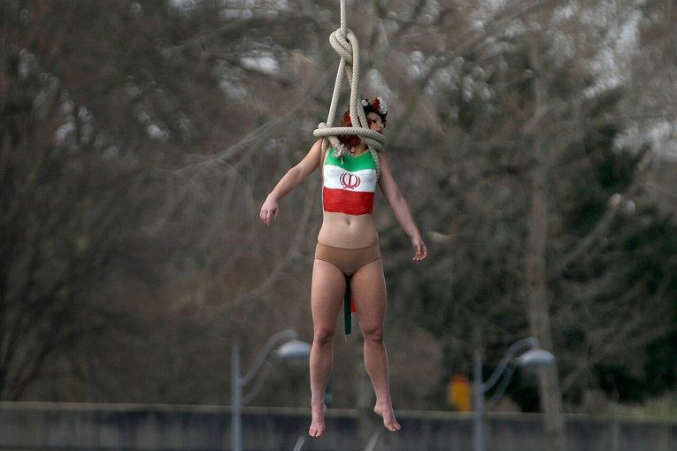 Акция протеста движения FEMEN в связи с приездом президента Ирана Рухани в Париж.