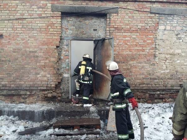 Пожар на складе в Голосеевском районе Киева.