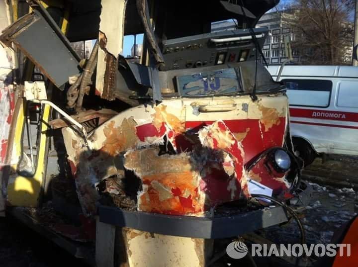 Столкновение БТР и трамвая в Днепропетровске