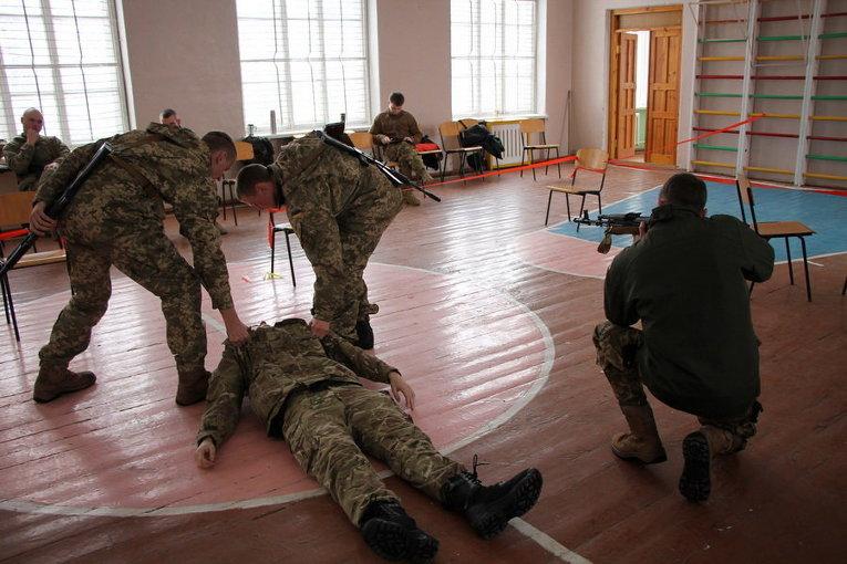 Британские инструкторы обучают украинских морских пехотинцев командирскому лидерству