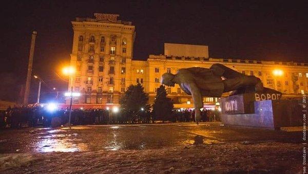 Снос памятника Петровскому в Днепропетровске