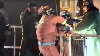 В КНР спасли шахтеров, которые находились под завалами 36 дней. Видео