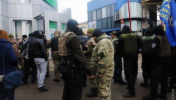 В Одессе рынок Седьмой километр окружила полиция и бойцы Нацгвардии