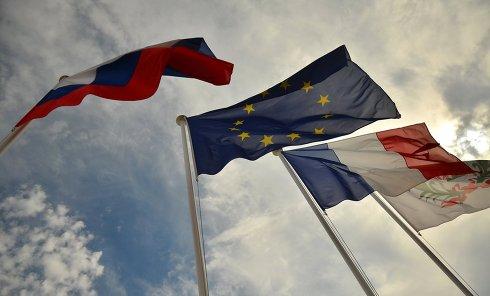 Флаги России, ЕС, Франции. Архивное фото