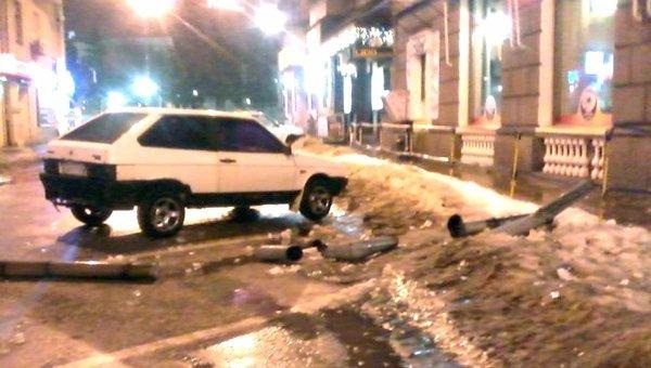 В центре Харькове упала водосточная труба
