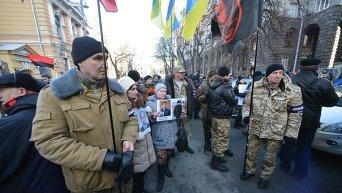 Бойцы Иловайского братства заблокировали Администрацию президента