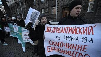 Активисты требуют остановить вырубку лесов из-за незаконной застройки в Киеве