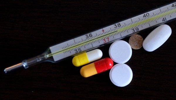Ртутный градусник и таблетки