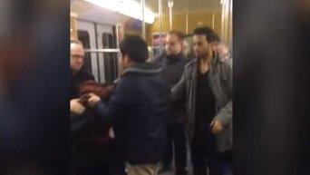 В мюнхенском метро мигранты напали на двух пенсионеров. Видео