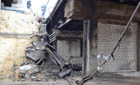 В центре Луганска обвалился мост