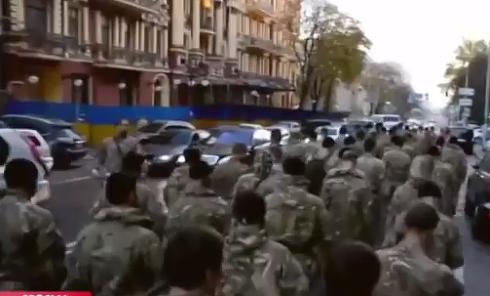Неоднозначный фильм Маски революции в переводе. Видео