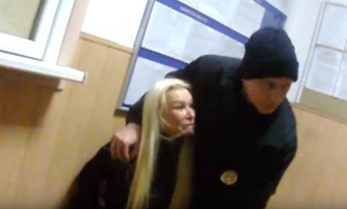 Погром в участке или попытка задержания блондинки за рулем в Киеве. Видео