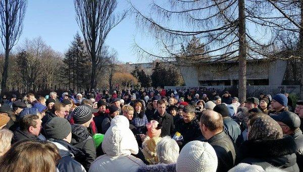 В Киеве около тысячи человек требуют не допустить застройку парка Юность