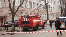 Сотрудники ГСЧС и правоохранители во время проверки сообщения о минировании. Архивное фото