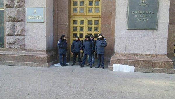 Минирование КГГА. Милиция возле КГГА
