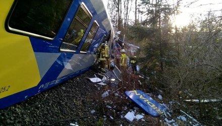 Столкновение двух поездов у города Бад-Айблинг, Германия