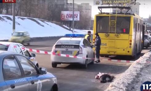 Студентка попала под колеса троллейбуса в Сумах