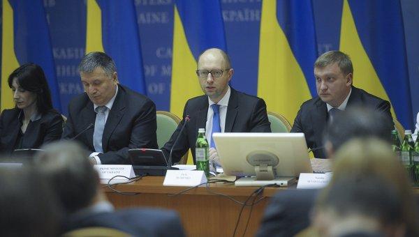 Министр внутренних дел Арсен Аваков и премьер-министр Арсений Яценюк. Архивное фото