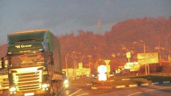 На Закарпатье блокируют проезд российских фур