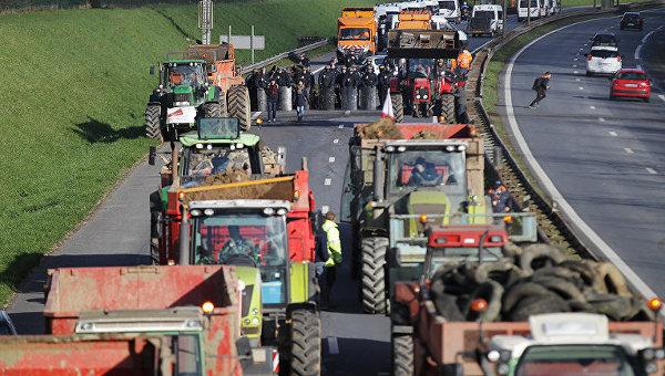 Французские фермеры во время протестов. Архивное фото