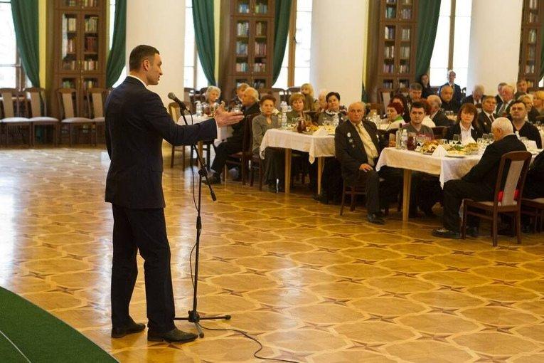 Мэр Киева Виталий Кличко поздравил воинов-интернационалистов в КГГА.