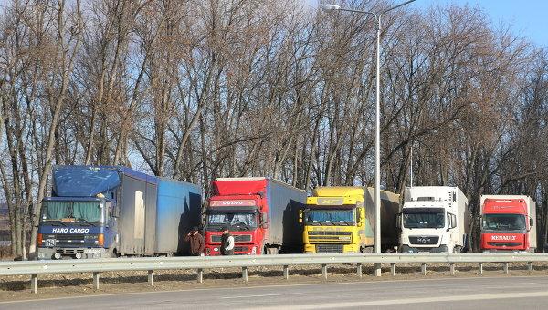 Заблокированные фуры на российско-украинской границе. Архивное фото