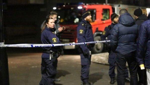 Полиция Швеции на месте взрыва в турецком центре в Стокгольме