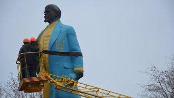 В Никополе демонтировали памятник Ленину