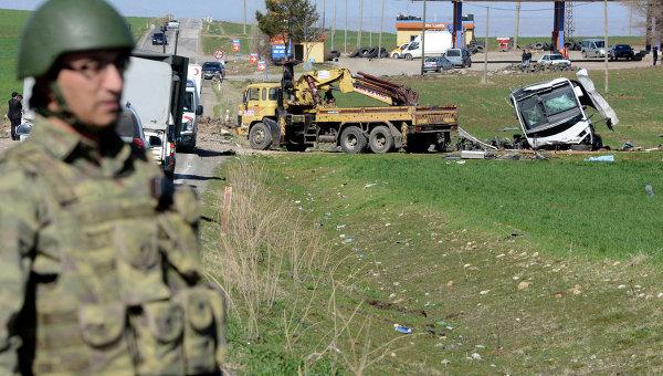 Последствия атаки на военный конвой в Турции. Архивное фото