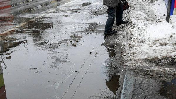 Тающий снег в Киеве. Архивное фото