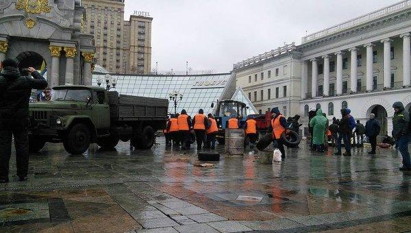 Демонтаж палаточного городка на Майдане Незалежности в Киеве