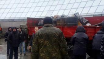 Полиция пресекла попытку митингующих на Майдане отбить урны. Видео
