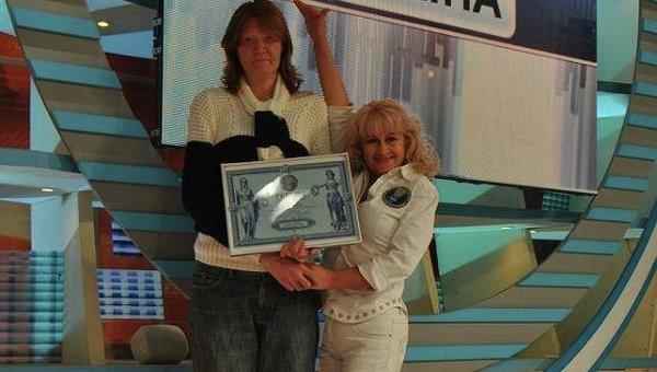 Любовь Шило (слева), самая высокая женщина Украины