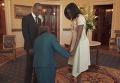 Обама станцевал со 106-летней старушкой. Видео