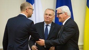 Встреча премьер-министра Украины Арсения Яценюка с главами МИД Франции и Германии Жаном-Марком Эйро (в центре) и Франком-Вальтером Штайнмайером (справа)