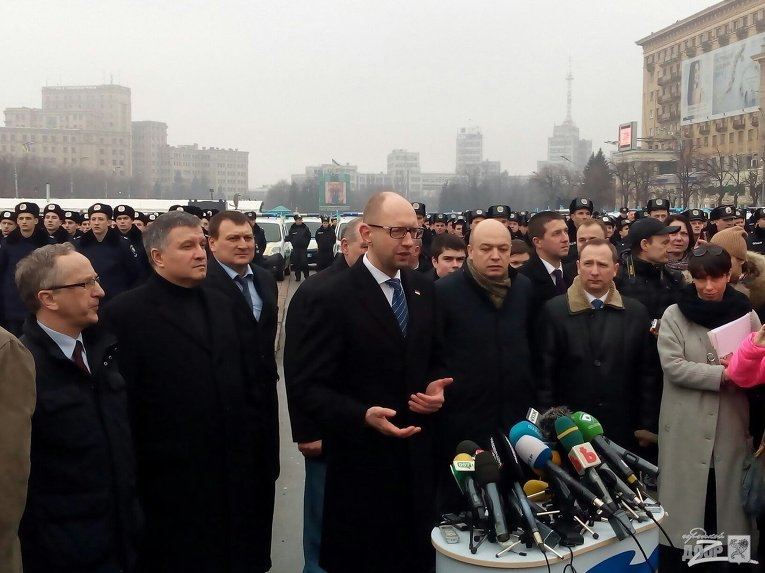 Арсений Яценюк и Арсен Авахов в ходе визита в Харьков