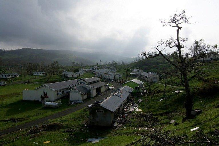 В результате обрушившегося на Фиджи сильного тропического циклона Уинстон погибли, по последним данным, 20 человек.