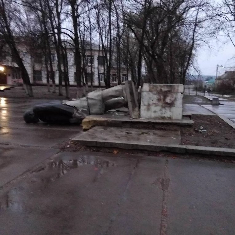 В Харьковской области снесли памятники Ленину