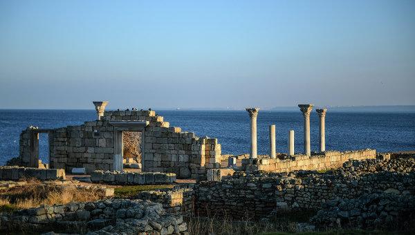 Фрагмент национального заповедника Херсонес Таврический - руины древнего города Херсонес. Архивное фото