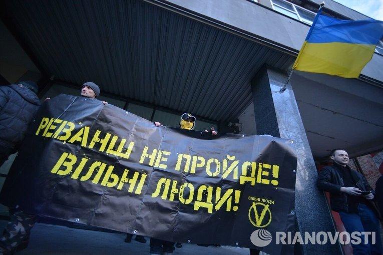 """Митингующие требуют отозвать лицензию у """"Интера"""""""