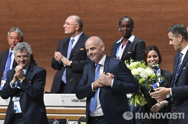 Генеральный секретарь УЕФА Джанни Инфантино (в центре на первом плане)