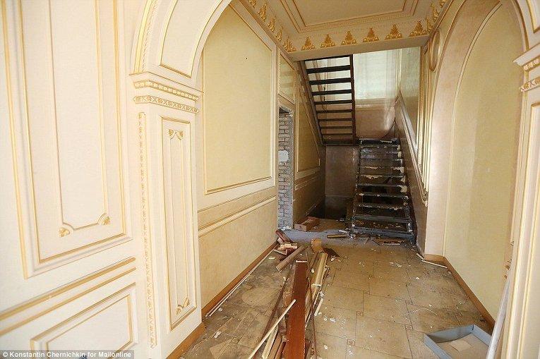Разграбленный особняк Виктора Пшонки