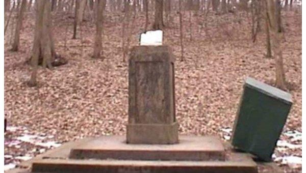 В парке Софиевка в Умани вандалы разбили голову Аристотеля