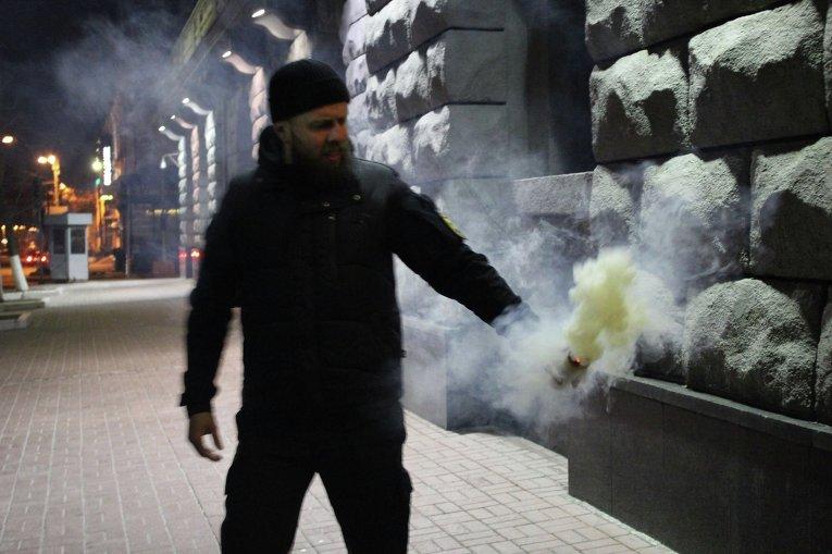 Батальон Азов пикетирует СБУ