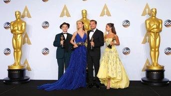 Марк Райлэнс, Бри Ларсон, Леонардо Ди Каприо и Алисия Викандер во время 88-й церемонии вручения премии Оскар в Голливуде