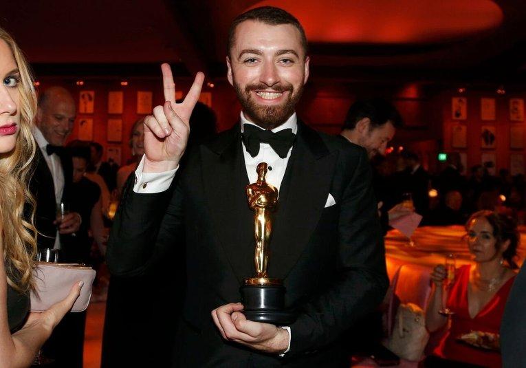 Певец Сэм Смит во время 88-й церемонии вручения премии Оскар в Голливуде
